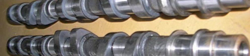Распредвалы 16-ти клапанного двигателя ВАЗ-2112 вблизи