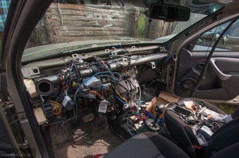 Демонтаж панели приборов и руля на Рено Дастер