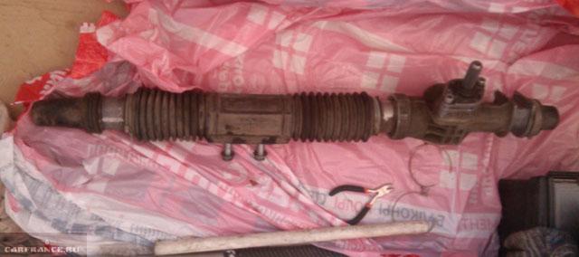 Демонтированная рулевая рейка с ВАЗ-2112