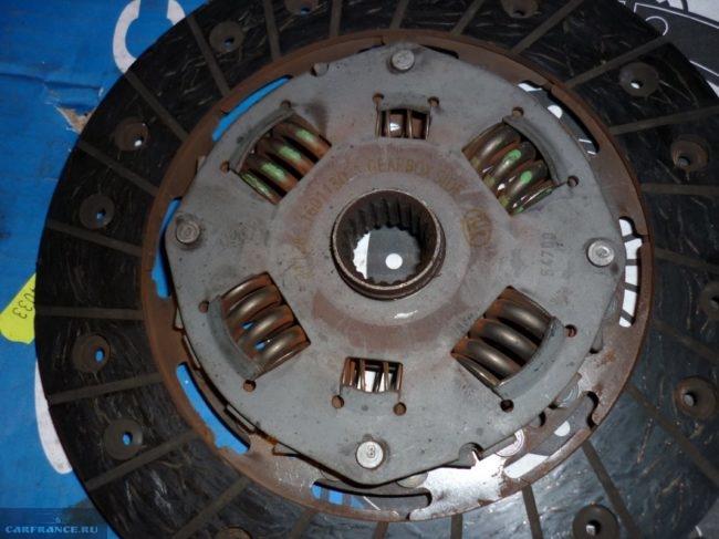 Снятый с ВАЗ-2112 диск сцепления