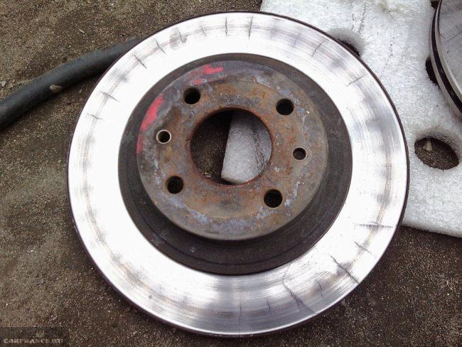Сильный износ тормозного диска на ВАЗ-2112
