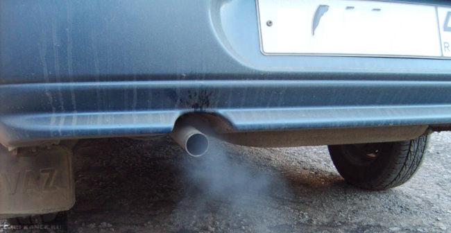 Сизый дым из выхлопной трубы Ваз-2112