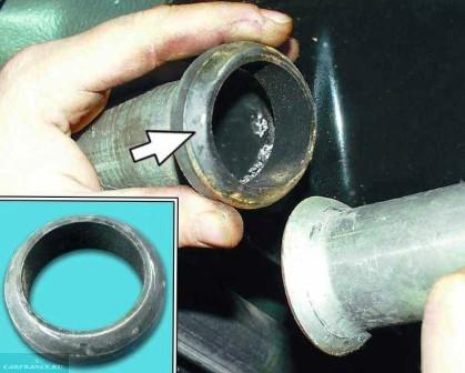 Снимаем соединительное кольцо резонатора ВАЗ-2112