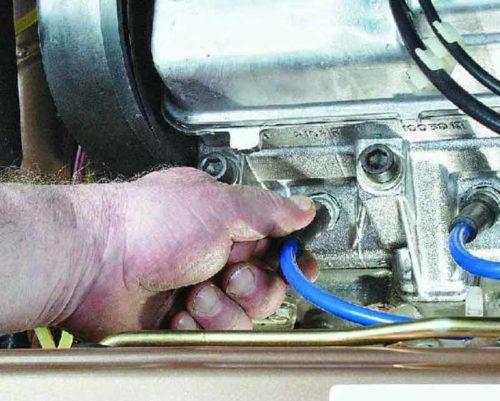 Демонтируем со свечей ВВ-провода ВАЗ 2112