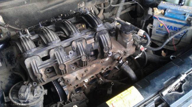 Снятие рампы с двигателя ВАЗ-2112