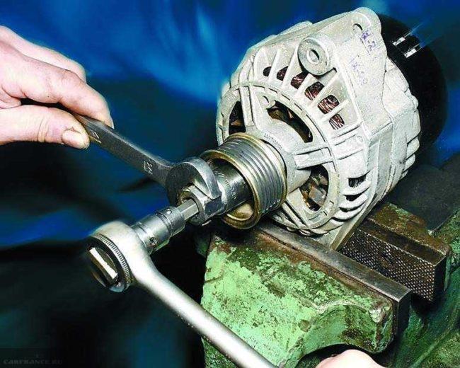 Демонтаж шкива генератора ВАЗ-2112