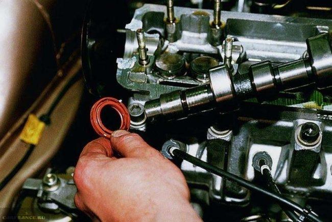 Демонтаж сальника с распределительного вала ВАЗ-2112