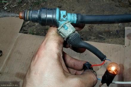 Процесс чистки форсунок ВАЗ-2112