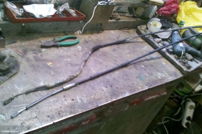 старый и новый тросы ручника на ВАЗ-2112