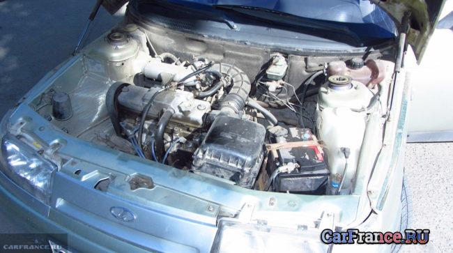 ВАЗ-2112 под капотом 8-ми клапанный двигатель