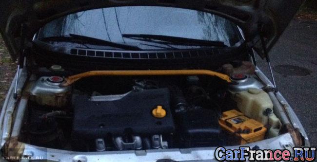 Под капотом у ВАЗ-21120 двигатель