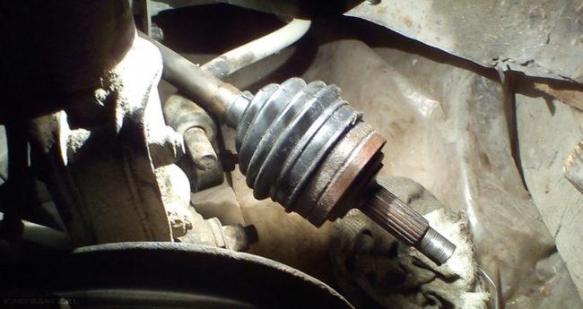 Гранату демонтировали из ступицы на ВАЗ-2112