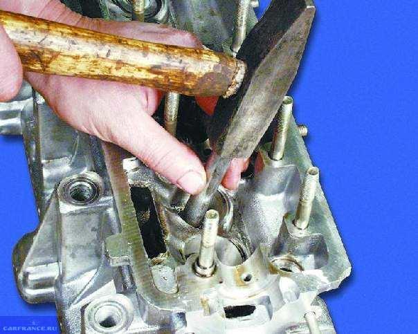 Демонтируем клапанную втулку с ГБЦ ВАЗ-2112