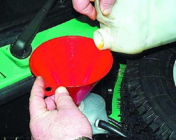 Заливка новой жидкости в ДВС ВАЗ-2112
