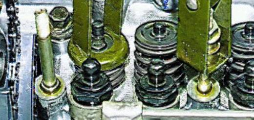 В процессе замены маслосъёмных колпачков на ВАЗ-2112