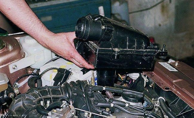 Снятие корпуса воздушного фильтра ВАЗ-2114