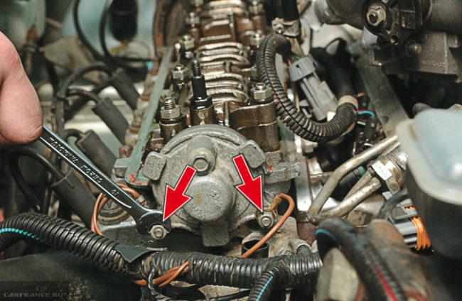 Проводим демонтаж задней крышки ВАЗ-2114