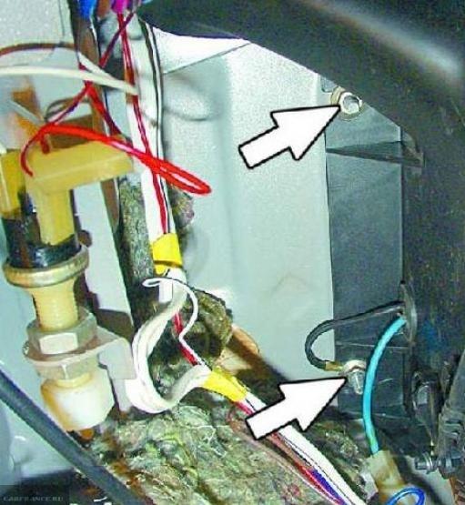 Демонтаж кожуха вентилятора отопителя ВАЗ-2114
