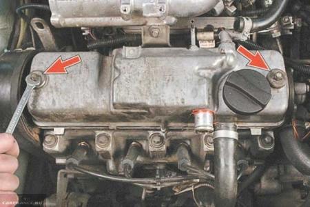 Демонтируем клапанную крышку ВАЗ-2114