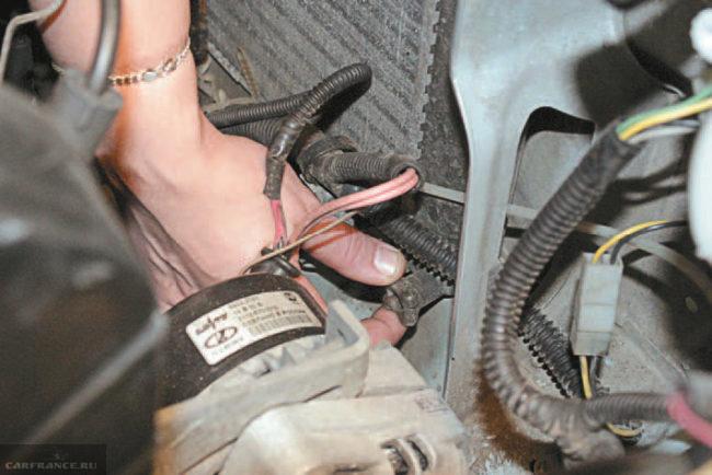 Откручиваем сливную пробку радиатора ВАЗ-2114