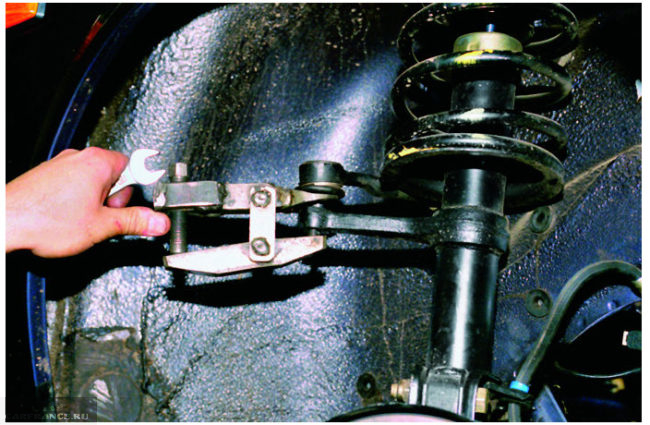 Демонтаж рулевой тяги ВАЗ-2114