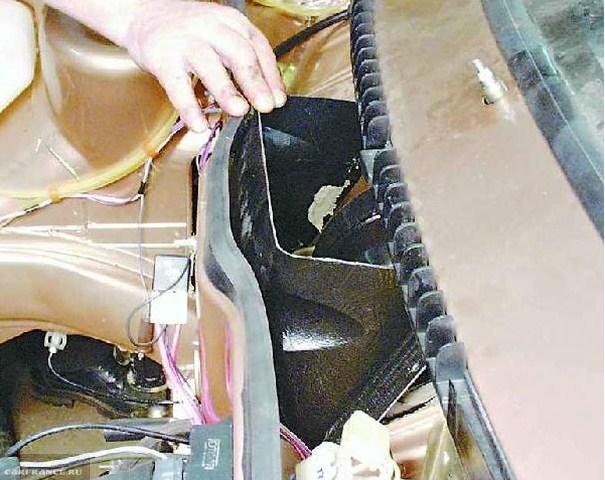 Демонтаж решетки воздухозаборника ВАЗ-2114