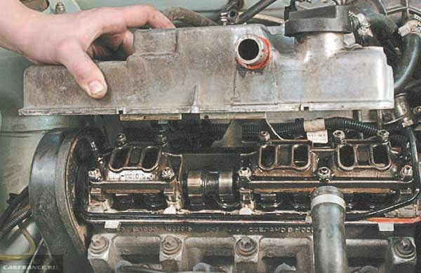 Снимаем крышку клапанов ВАЗ-2114