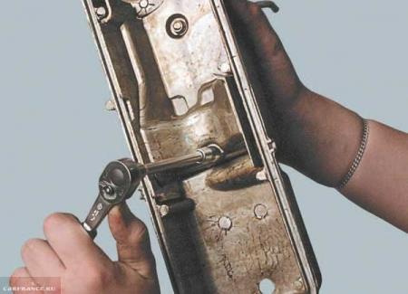 Демонтаж маслоотделителя ВАЗ 2114
