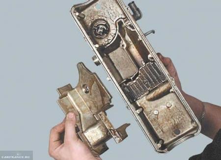 Демонтаж крышки маслоотделителя ВАЗ 2114