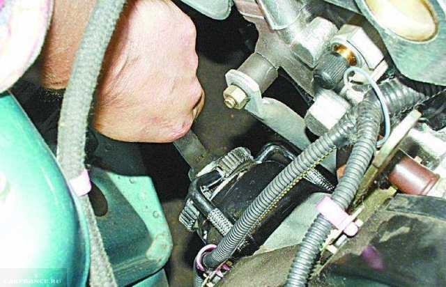 Демонтируем масляный фильтр ВАЗ-2112