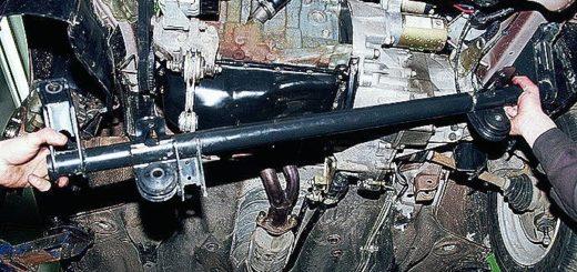 Передняя подвеска на ВАЗ-2112 вид снизу из под капота