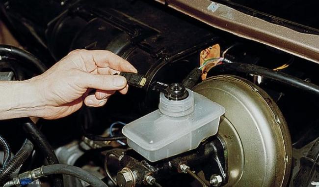Бачок с тормозной жидкостью на ВАЗ 2114