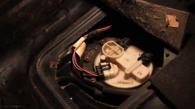 Установленный и подключенный бензонасос ВАЗ-2114