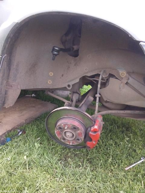Вид на переднее колесо ВАЗ-2114 без амортизационной стойки