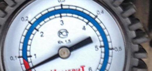 Измерение давления масла при помощи манометра