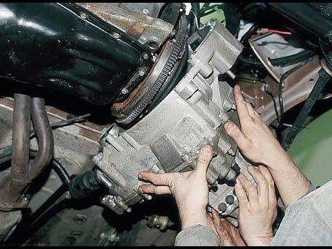 Демонтируем КПП ВАЗ-2112 при помощи помощника