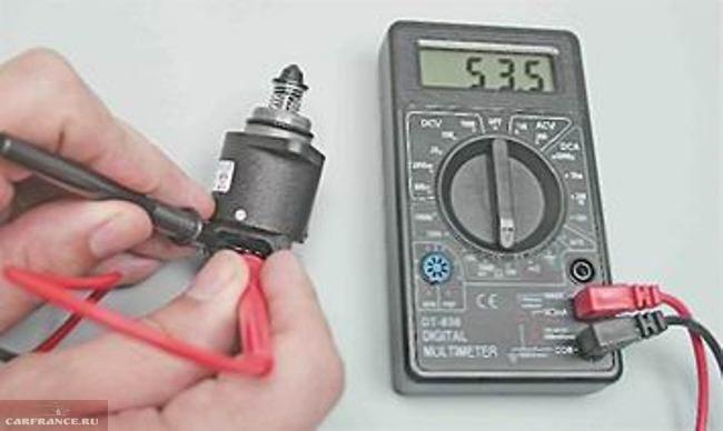 Тестером проверяется сопротивление на клеммах датчика холостого хода ВАЗ-2114