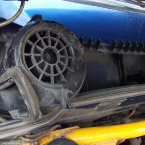 Демонтаж моторчика печки на ВАЗ-2114 из посадочного места