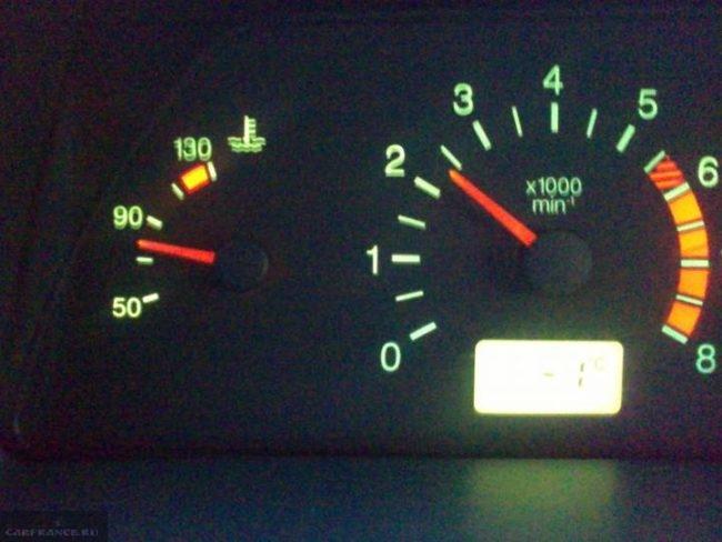 Индикатор температуры двигателя на панели приборов ВАЗ-2114