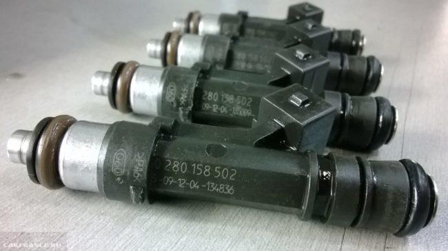Комплект топливных форсунок ВАЗ - BOSH 0280158502 крупным планом