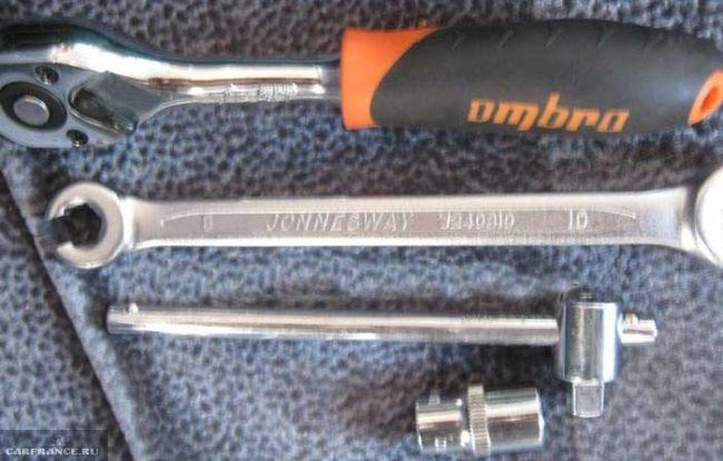Необходимый инструмент для замены задних тормозных колодок на ВАЗ-2112