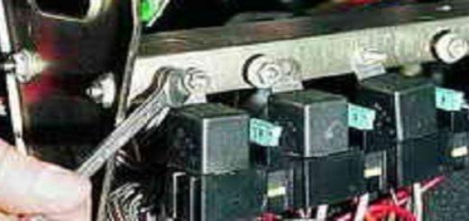Дополнительный монтажный блок с реле зажигания на ВАЗ-2112