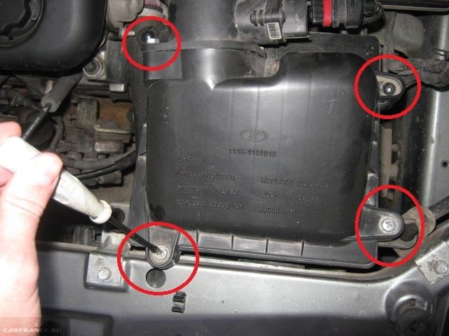 Демонтируем болты крепления крышки на ВАЗ-2114