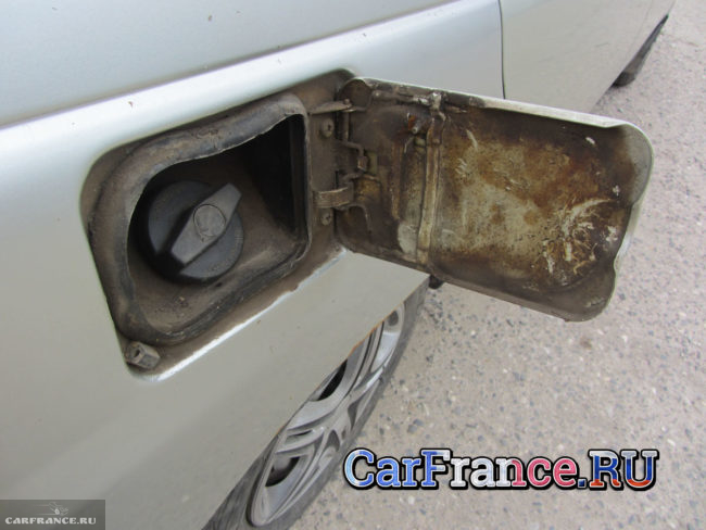 Лючок бензобака на ВАЗ-2112