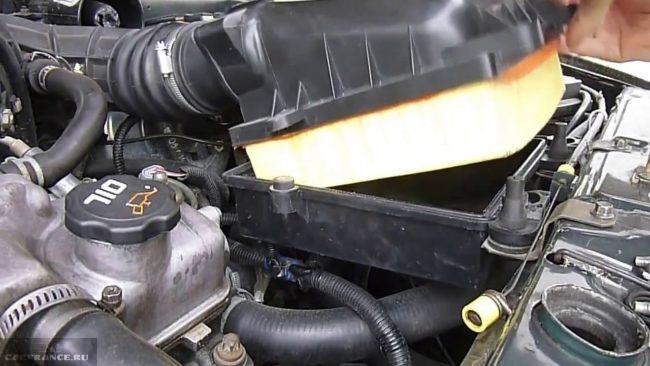 Демонтируем старый корпус воздушного фильтра ВАЗ-2114