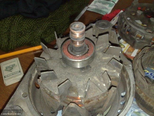 Генератор ВАЗ-2114 снятый с авто