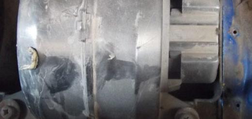 Моторчик печки в корпусе под капотом автомобиля ВАЗ-2114