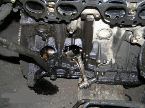 Разрушенный блок цилиндров ВАЗ 2112 вследствие перегрева