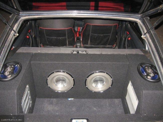 Колонки в багажнике ВАЗ-2114
