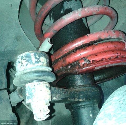 Передняя стойка на ВАЗ-2112 потекла